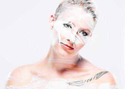 Bildbearbeitung double exposure | Portrait kombiniert mit Bild von Holzrinde | von Andy Mock