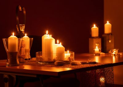 Kerzenschein im Trauzimmer im Standesamt in Kandel | Candle light wedding | by Andy Mock